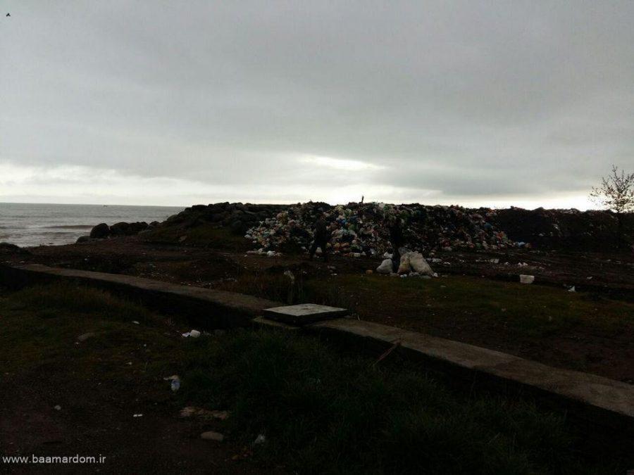 photo 2016 03 31 13 12 36 Copy - ساحل زیبای دریا زباله دانی نیست / گزارش تصویری پراکندگی زباله ها در ساحل کلاچای