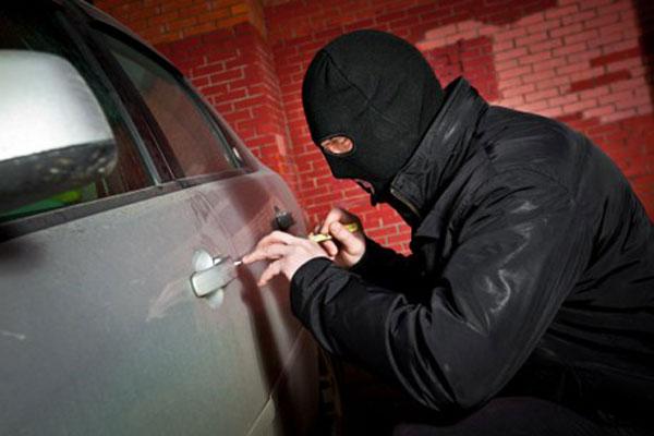 قتل دزد ۲۰۶ سوار با شلیک مامور پلیس