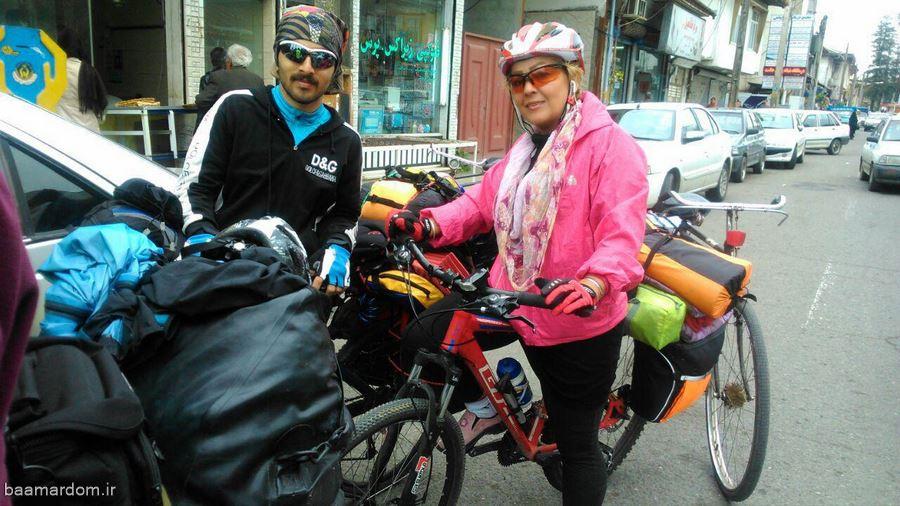 سایکل توریست آلمانی به رودسر رسید + تصاویر