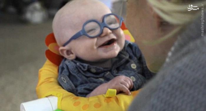 کودک نابینا با این عینک برای اولین بار مادرش را دید