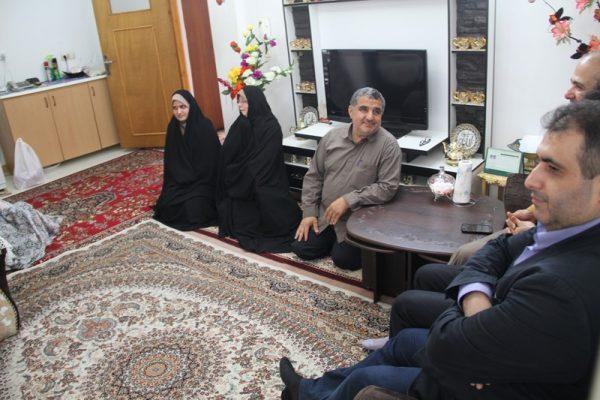 دیدار جمعی از مسئولان دانشگاه آزاد لاهیجان با خانواده شهید مباشر امینی (3)