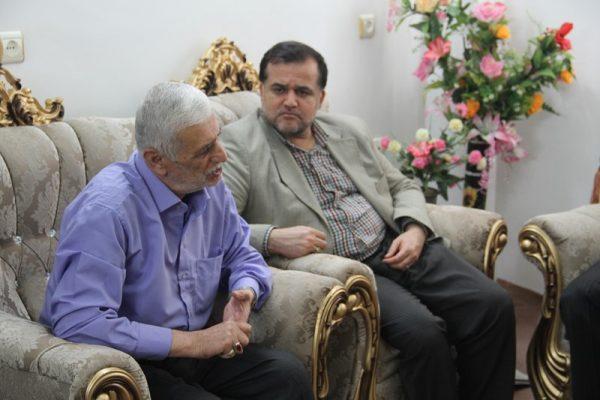 دیدار جمعی از مسئولان دانشگاه آزاد لاهیجان با خانواده شهید مباشر امینی (4)