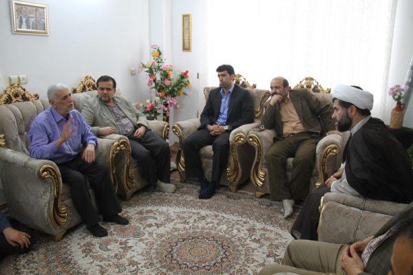 دیدار جمعی از مسئولان دانشگاه آزاد لاهیجان با خانواده شهید مباشر امینی (5)
