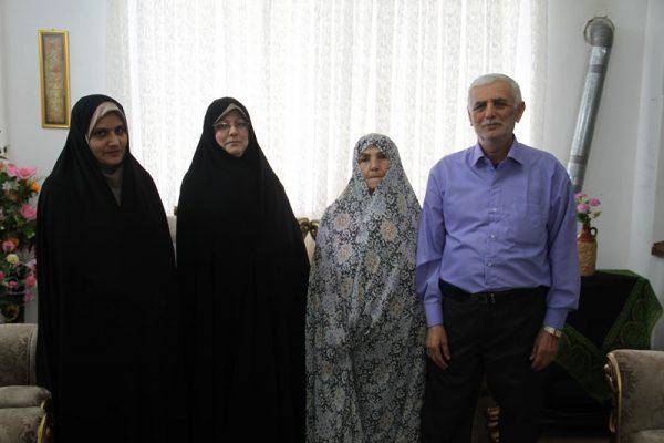 دیدار جمعی از مسئولان دانشگاه آزاد لاهیجان با خانواده شهید مباشر امینی (7)