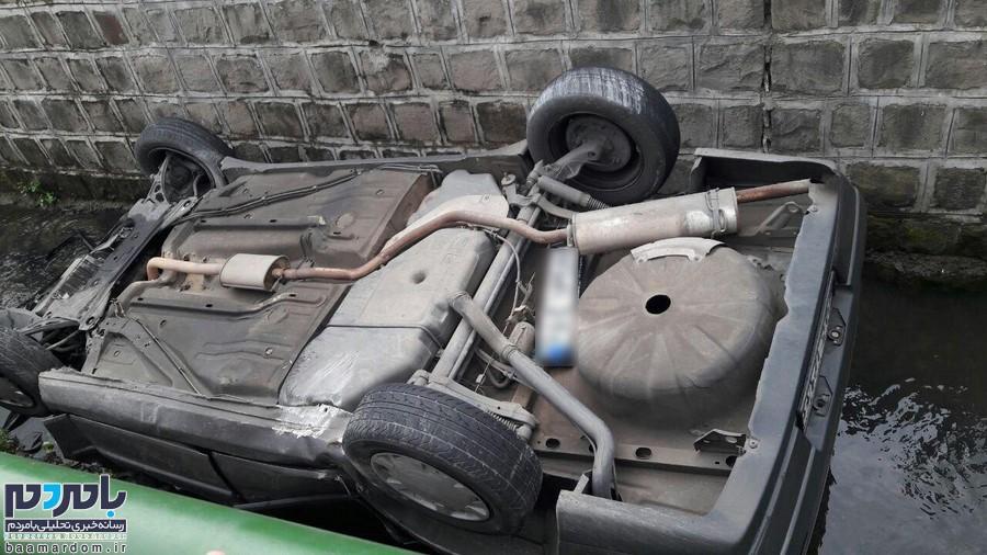 تصاویر سقوط خودرو ۴۰۵ به کانال آب در لاهیجان