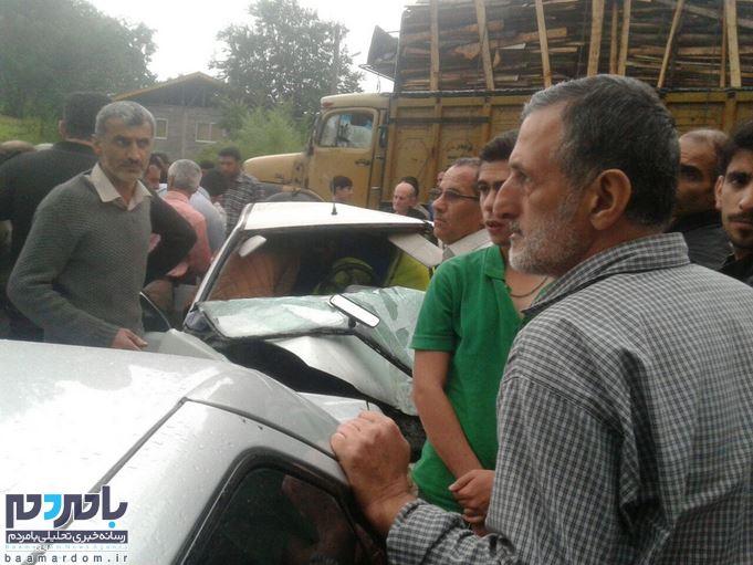 تصادف شدید پراید با کامیون در محور لاهیجان به سیاهکل / ۳ تن راهی بیمارستان شدند / حضور اتفاقی نماینده شهرستان در صحنه حادثه و کمکرسانی به حادثهدیدگان + تصاویر