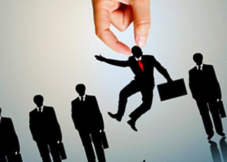 قانون شکنی آشکار برخی قانونگذاران و ادامه روند تغییرات بیهوده در سطح مدیران دولتی