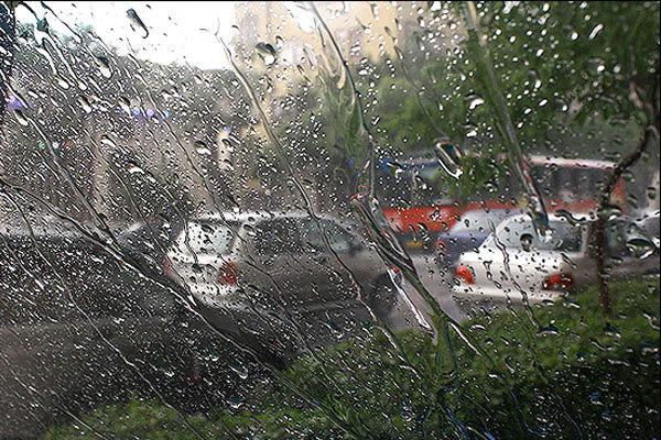 بارش باران سیلآسا مسافران و گردشگران رودسر را خانهنشین و راهی شهرهایشان کرد