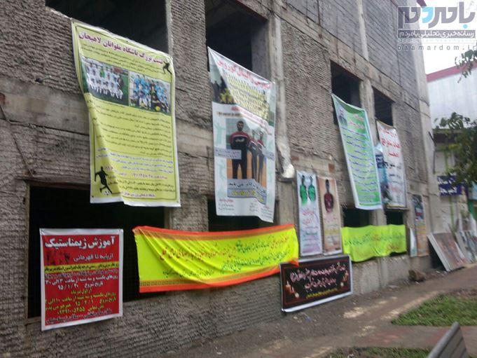 تعدد نصب بنرها و  آشفتگی بصری شهر در حوالی اداره ورزش و جوانان لاهیجان
