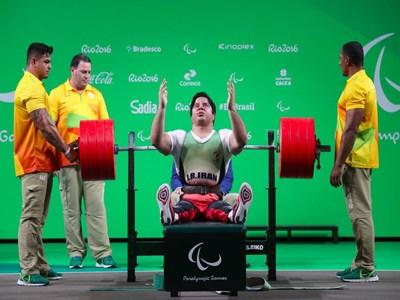 دومین طلا برای کاروان ایران/ مجید فرزین در وزنهبرداری رکورد جهانی و پارالمپیک را شکست و مدال طلا را کسب کرد