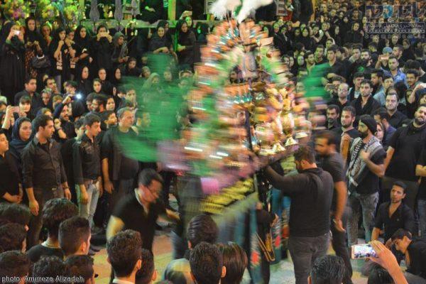 عزاداری در نهمین شب ماه محرم در لاهیجان 15 600x400 - ساز تشنه، نوای محرم در گیلان