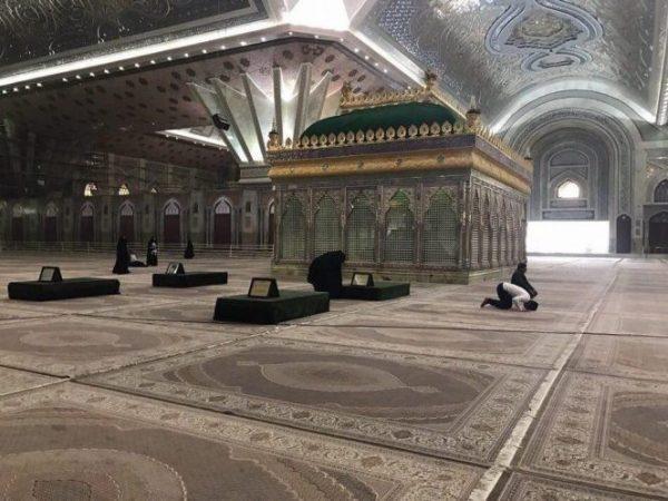 آیت الله هاشمی کنار امام در داخل ضریح آرام می گیرد + تصاویر