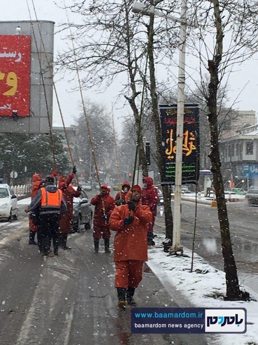 برف روبی از روی درختان و تأسيسات شهری لاهیجان + تصاویر