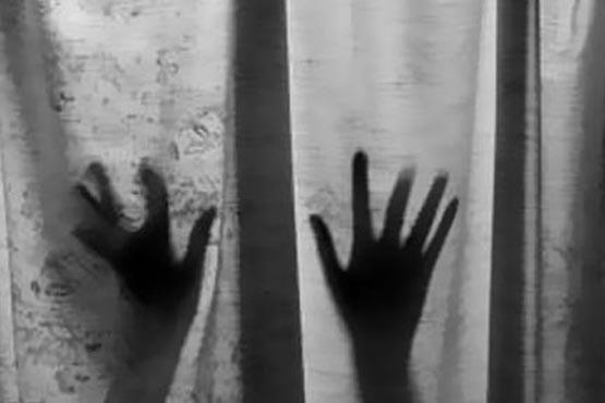 وقتی با پسر جوان وارد خانه اش شدم، ۴ دوست شیطان صفت او مرا محاصره کردند!