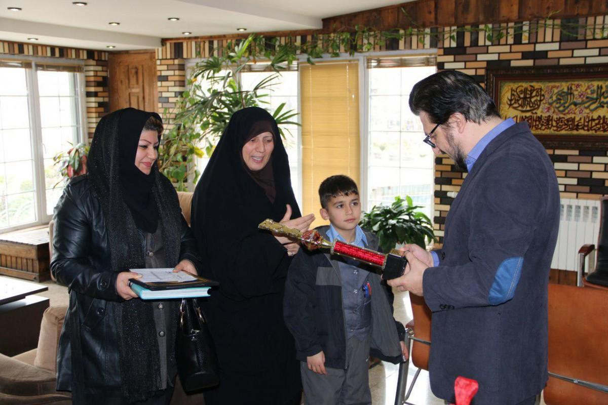 تقدیر شهردار لاهیجان از نائب قهرمان مسابقات جهانی محاسبات ذهنی + تصاویر