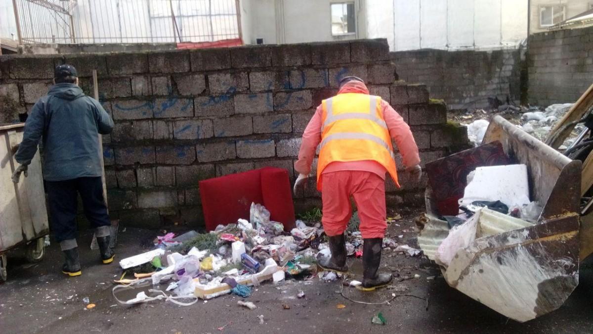 برف در لاهيجان مانع جمع آوري زباله نشد