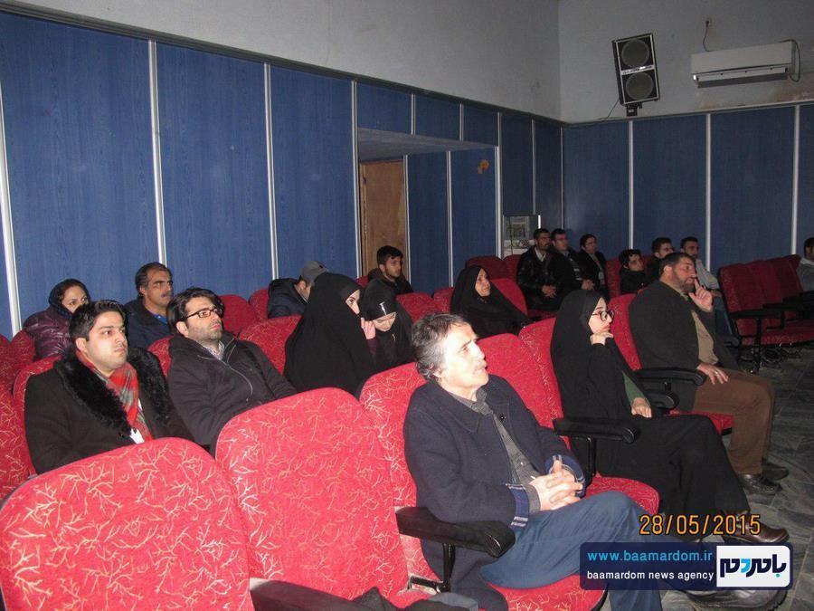 نمایش فیلم سینمایی ایستاده در غبار در لاهیجان + عکس