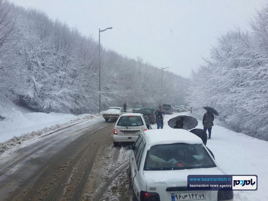 برف بهاری دیلمان 1 - بارش برف بهاری و ترافیک طولانی در جاده سیاهکل به دیلمان   مسافران هشدارهای پلیس راهور را جدی بگیرند