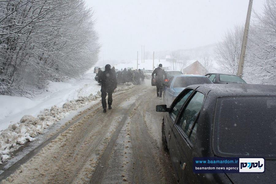 برف بهاری دیلمان 12 - بارش برف بهاری و ترافیک طولانی در جاده سیاهکل به دیلمان   مسافران هشدارهای پلیس راهور را جدی بگیرند