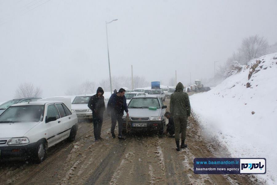برف بهاری دیلمان 13 - بارش برف بهاری و ترافیک طولانی در جاده سیاهکل به دیلمان   مسافران هشدارهای پلیس راهور را جدی بگیرند