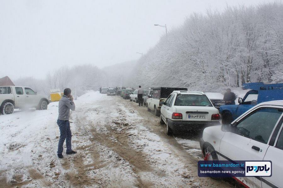 بارش برف بهاری و ترافیک طولانی در جاده سیاهکل به دیلمان | مسافران هشدارهای پلیس راهور را جدی بگیرند