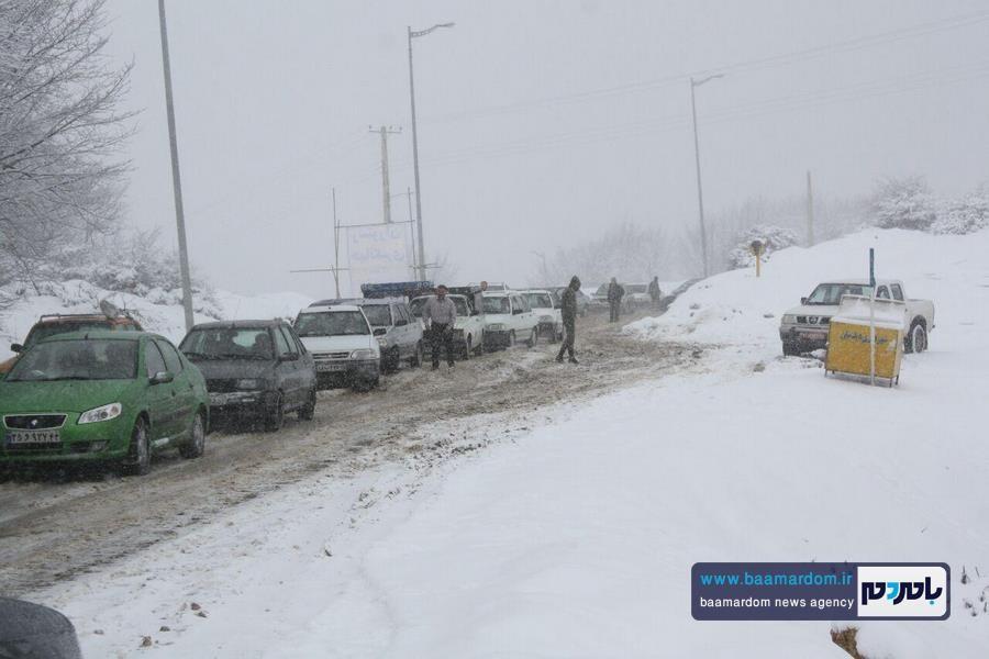 برف بهاری دیلمان 15 - بارش برف بهاری و ترافیک طولانی در جاده سیاهکل به دیلمان   مسافران هشدارهای پلیس راهور را جدی بگیرند