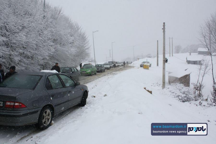 برف بهاری دیلمان 16 - بارش برف بهاری و ترافیک طولانی در جاده سیاهکل به دیلمان   مسافران هشدارهای پلیس راهور را جدی بگیرند