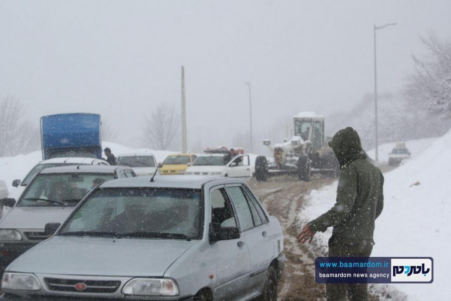 برف بهاری دیلمان 5 - بارش برف بهاری و ترافیک طولانی در جاده سیاهکل به دیلمان   مسافران هشدارهای پلیس راهور را جدی بگیرند