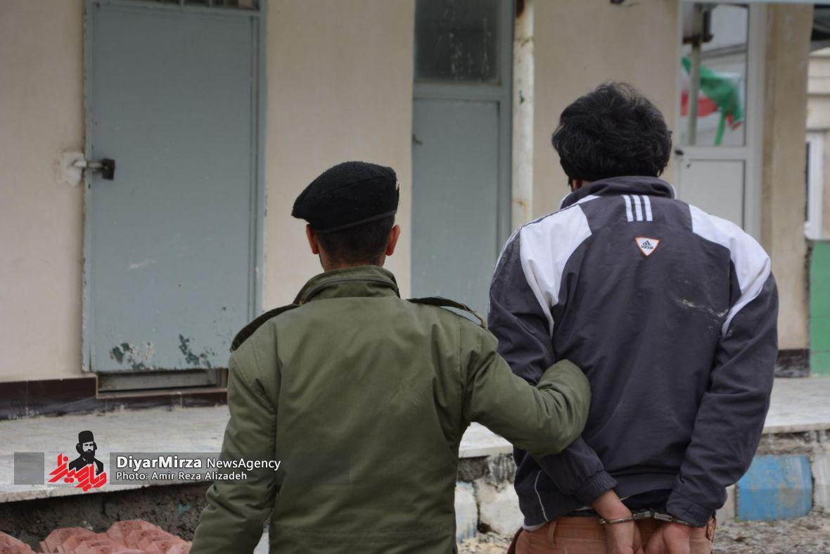 سرقت مسلحانه از بانک صادرات لاهیجان ناکام ماند | یکی از سارقین دستگیر شد + عکس