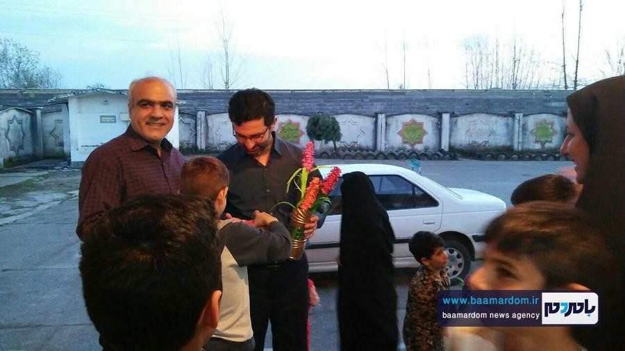 بازدید همسر و فرزندان شهید مدافع حرم جمال رضی از خانه کوچک آمین و اهدا بسته های مواد غذایی + تصاویر