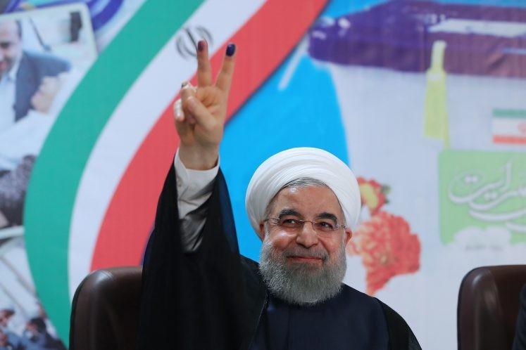 جمعی از فعالان سیاسی مازندرانی از روحانی حمایت کردند