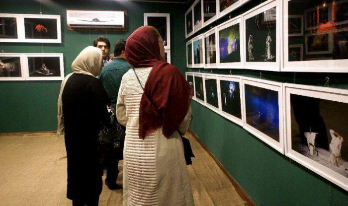 آیین گشایش نمایشگاه گروهی عکس پله سوم 11 - گزارش تصویری آیین گشایش نمایشگاه عکس تئاتر «پله سوم» در لاهیجان