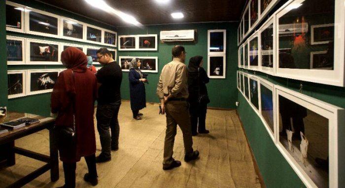 آیین گشایش نمایشگاه گروهی عکس پله سوم 6 - گزارش تصویری آیین گشایش نمایشگاه عکس تئاتر «پله سوم» در لاهیجان