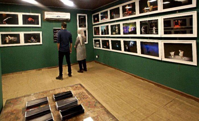آیین گشایش نمایشگاه گروهی عکس پله سوم 8 - گزارش تصویری آیین گشایش نمایشگاه عکس تئاتر «پله سوم» در لاهیجان