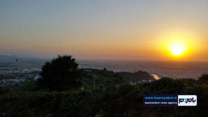 ببینید | تصاویر بسیار زیبا از غروب آفتاب از فراز بام لاهیجان