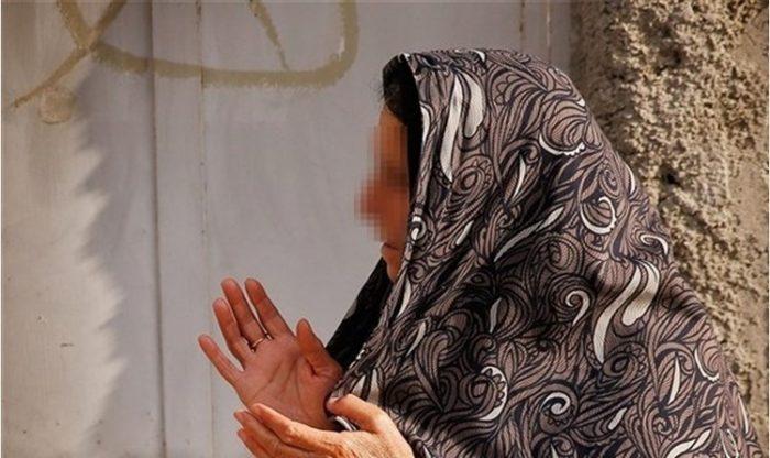 مادر قاتل آتنا: ۱۵ روز است که از خانه خارج نشدم   همه مرگ پسرم را جشن می گیرند