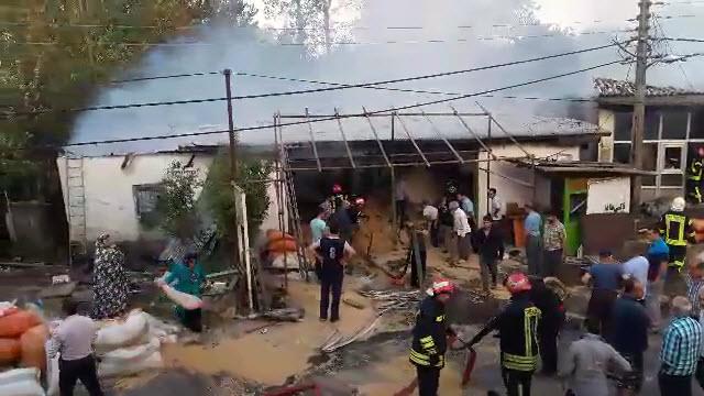 آتشسوزی در کارخانه برنجکوبی در رشت | اعزام ۲۱ آتشنشان به محل حادثه + فیلم