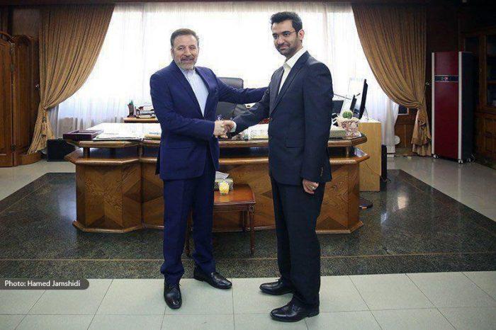 عکس جالبی از تحویل دفتر کار به وزیر جدید ارتباطات