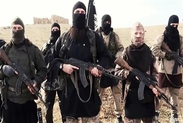 لحظۀ فرار داعشی انتحاری از خودروی بمبگذاری شده + فیلم