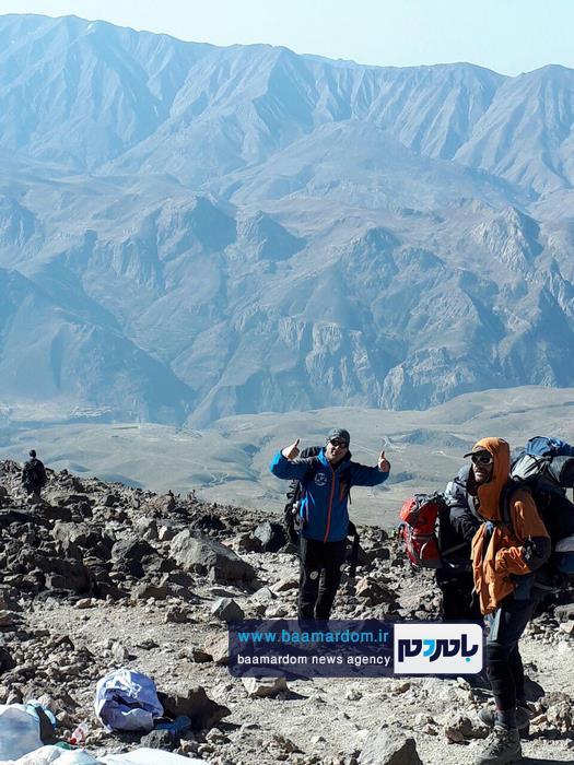 کوهنوردان باشگاه کوهنوردی باران لاهیجان بر روی بام ایران ایستادند | گزارش تصویری