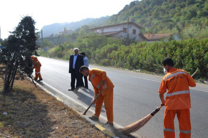 انتشار تصویر نظارت عضو شورای شهر لاهیجان بر نظافت خیابانها !
