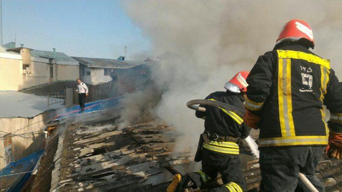 آتش سوزی دوباب مغازه در بازار رشت