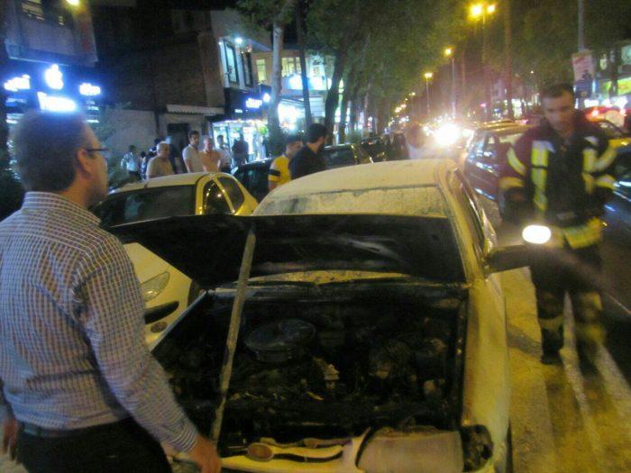 آتش گرفتن خودروی سواری در خیابان لاکانی رشت