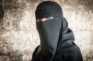 دستگیری زن داعشی که در عملیات انتحاری ناکام ماند + فیلم