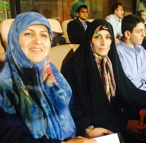 نماینده زن مجلس که بازی ایران و سوریه را در استادیوم تماشا کرد! + عکس