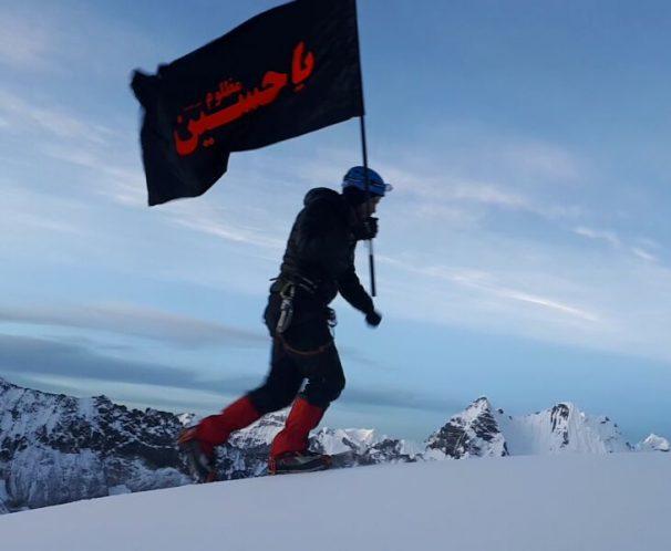 اهتزاز پرچم یاحسین(ع) بر فراز هیمالیا توسط کوهنورد گیلانی + تصاویر