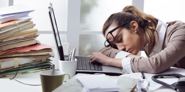 خستگی 1 600x301 - چرا همیشه احساس خستگی میکنیم؟