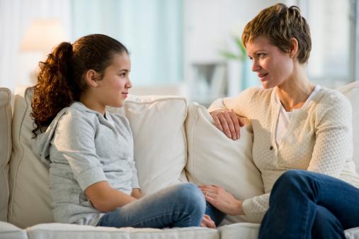 این جملات را اصلا به کودکتان نگویید - چگونه با کودک از رابطه جنسی صحبت کنیم؟ دروغ گفتن به کودک اکیدا ممنوع!