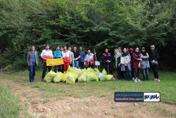 پاکسازی مسیرهای منتهی به بام سبز لاهیجان از زباله | گزارش تصویری