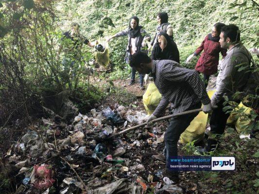 پاکسازی مسیرهای منتهی به بام سبز لاهیجان از زباله 12 533x400 - پاکسازی مسیرهای منتهی به بام سبز لاهیجان از زباله | گزارش تصویری